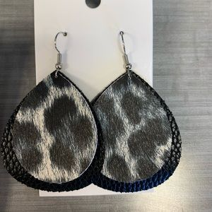 Jewelry - Cheetah print faux leather